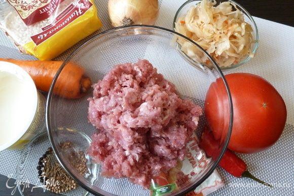 Подготовим продукты для ленивых голубцов. Фарш готовим из любимого мяса (свинина, курица, индейка). Овощи моем и чистим. Рис ТМ «Националь» Гигант сварим до полуготовности.