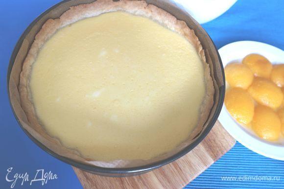 Вынуть пирог из духовки, дать остыть в форме.
