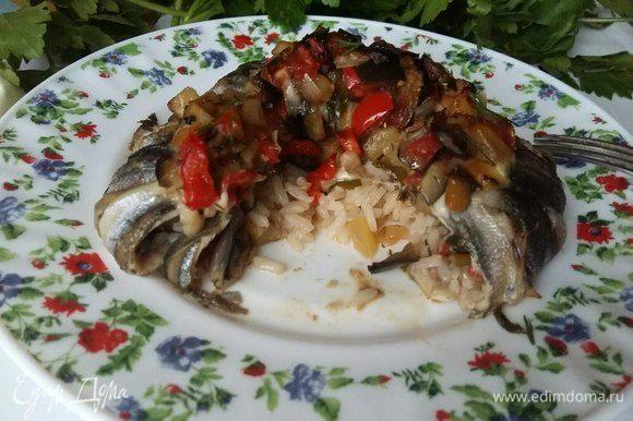 Вид изнутри. Мне понравилось то, что рис пропитался вкусом рыбки, стал сочным.