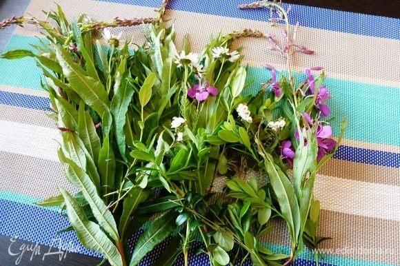 Помоем иван-чай, стряхнем воду и оставим траву на некоторое время обсохнуть и подвянуть.