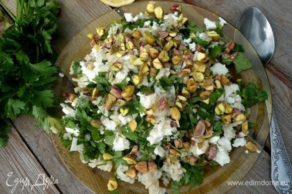 Подавать такой салат к мясу или птице.Но если честно, мне рисовый табуле показался самодостаточным блюдом.