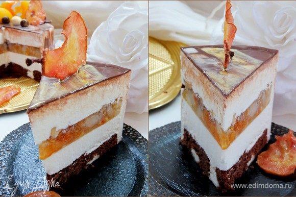 Даем тортику разморозиться в холодильнике в течение 3-4 часов, разрезаем и наслаждаемся тонким и необычным вкусом.