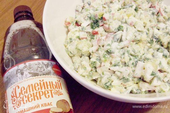 Тщательно перемешать все ингредиенты. Добавить соль по вкусу. Поставить в холодильник для охлаждения на полчаса.