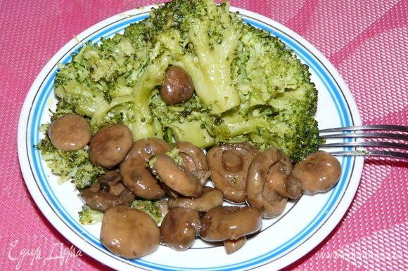 Блюдо подать с маринованными грибочками или как вам больше нравится. Приятного аппетита!