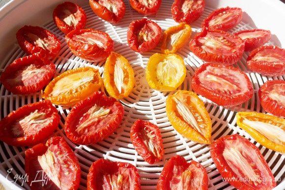 Так выглядят помидоры через 4 часа сушки.