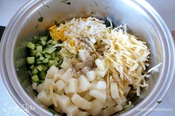 Картофель режу кубиком. Вареные яйца и репку тру на терке. Не забудьте репу помыть и срезать поврежденные букашками места или почистить от кожицы. Вообще можно и картошку натереть на терке, так окрошка получается как бы густой и сытной. Конечно, это дело вкуса!