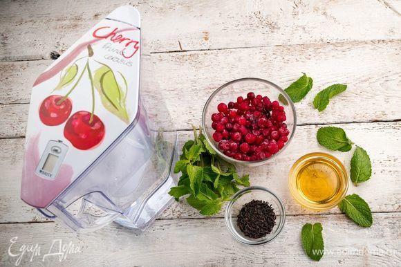 Для приготовления клюквенного чая нам понадобятся следующие ингредиенты.