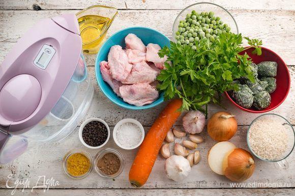 Для приготовления куриного бульона с овощами нам понадобятся следующие ингредиенты.