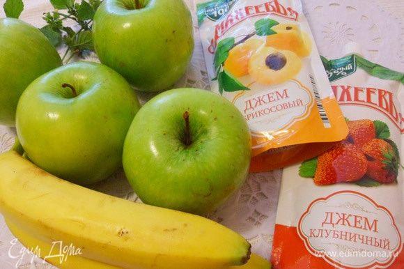 Для приготовления этого десерта нужны яблоки, бананы и джем. У меня джемы от ТМ «МахеевЪ» — клубничный и абрикосовый.
