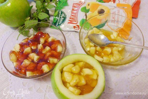 Наполнить каждое яблоко бананово-джемовой начинкой.