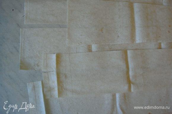 Лаваш нарезать поперек полосками, шириной 10 см.