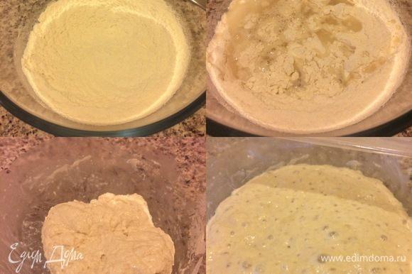 В миску просеять муку, добавить соль, дрожжи и перемешать. Затем добавить воду и перемешать ложкой (недолго, мука просто должна впитать всю воду). Все! Теперь накройте миску пленкой и оставьте тесто при комнатной температуре на 13 часов. Спустя указанное время тесто увеличится и покроется пузырьками.