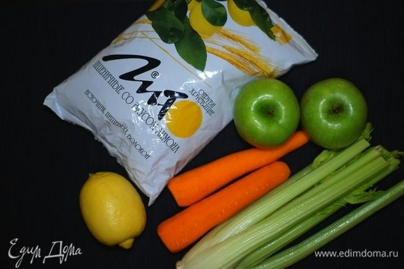 Подготовка для этого салата минимальная — нужно только вымыть фрукты и овощи.