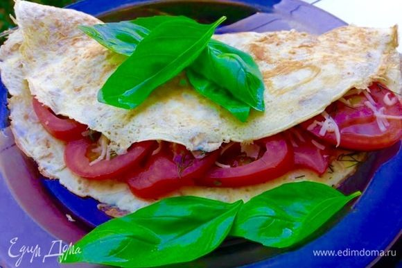 С начинками тут ваша фантазия. На этом фото, к примеру, помидоры со свежим базиликом и сыром.