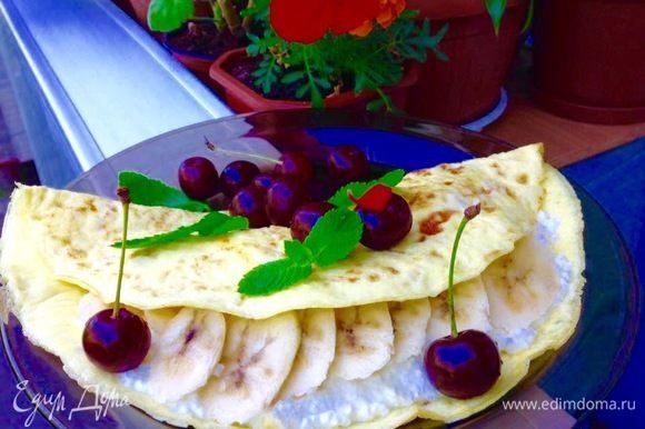 Здесь начинка : творог + мед по вкусу + йогурт натуральный по вкусу и бананы. Отличный полезный и вкусный завтрак )