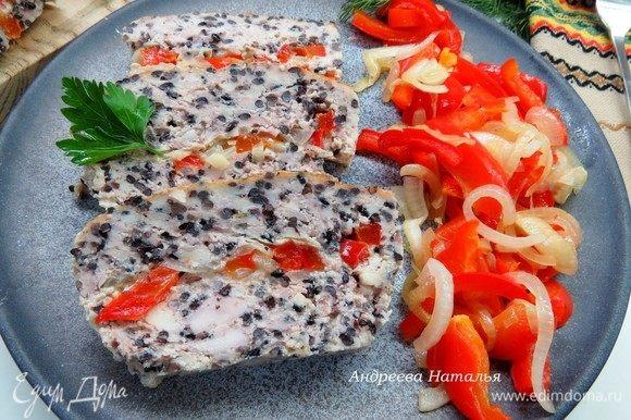 Готовой запеканке дать остыть, разрезать на порционные кусочки и подавать. Очень вкусно, сочно и полезно! Приятного аппетита!
