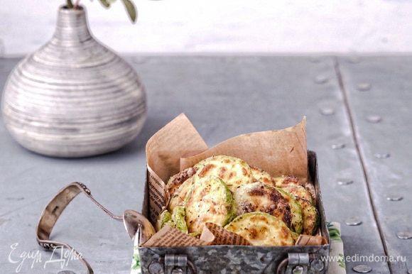 На самом деле эти брускетты — это сборный рецепт из моих рецептов. Жареные кабачки с хрустящей корочкой я делаю вот по этому рецепту: https://www.edimdoma.ru/retsepty/79985-kabachki-s-hrustyaschey-korochkoy.