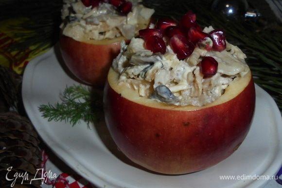 Вкуснейший новогодний салат готов. Приятного аппетита!