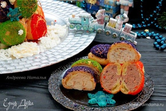 Пирожные получаются очень вкусными! Дети и взрослые с удовольствием их растаскивают, а дополнительной интригой становится то, какая начинка попадется!