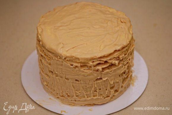 Когда торт охладится и «схватится», снять кольцо.