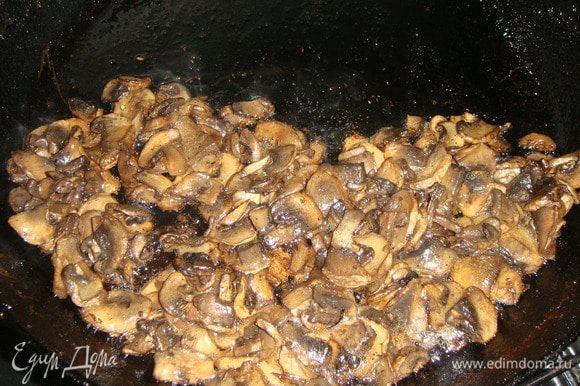 Грибы промыть, дать стечь воде, нарезать и обжарить на горчичном масле, слегка посолить.
