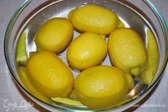 Залить лимоны кипятком на пару минут.