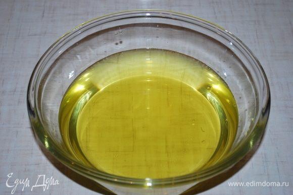 Цвет у лимонной настойки получается ярко-желтый.