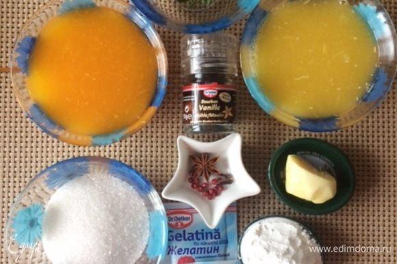 Подготовим необходимые ингредиенты для рождественского апельсино-мандаринового желе. Цитрусовые помыть тщательно и выжать необходимое количество сока. Пакетированным соком не пользовалась, поэтому не скажу можно ли им заменить. Очистить корень имбиря.