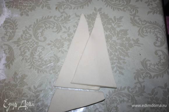 Берем одну пару треугольников, отрезаем внизу ровно края.