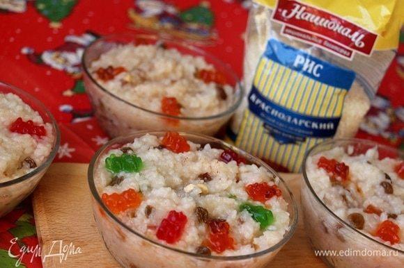 Можно украсить сверху орехами или мармеладками. Так как мы готовили вместе с детьми, наш выбор мармелад!