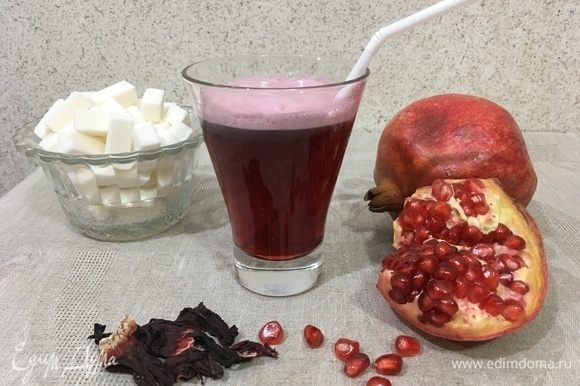 Напиток готов. Можно разливать по стаканам. В жаркое время года можно добавить пару кубиков льда.