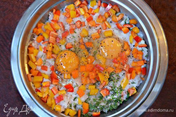 Рыбное филе вместе с размоченным хлебным мякишем и чесноком пропустить через мясорубку. Добавить соль, перец по вкусу, яйца, размягченное сливочное масло, порезанный на мелкие кубики перца, немного рубленного укропа и желатин (кристаллический). Желатин при варке рулета (тельного) растворится, а при охлаждении придаст упругость и тельное получится более плотным, не развалится при нарезании на кусочки. Все составляющие фарша тщательно вымешать.