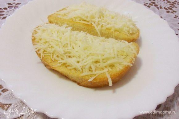 В страчателле сыра совсем немного, поэтому я еще приготовила сырные тосты (хлеб подсушила в тостере и посыпала натертым сыром).