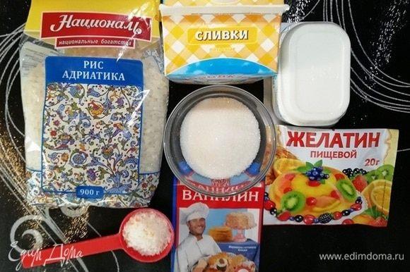 Подготовьте необходимые ингредиенты. В оригинальном рецепте используется кокосовое молоко, но оно довольно дорогое. Я вышла из этой ситуации, отварив рис с кокосовой стружкой.