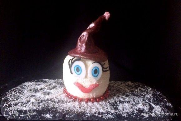 Это было шуточное пирожное, собранное из двух полусфер.