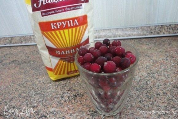 Стакан любимой ягоды, примерно 100 г. Я использовала замороженные ягоды.