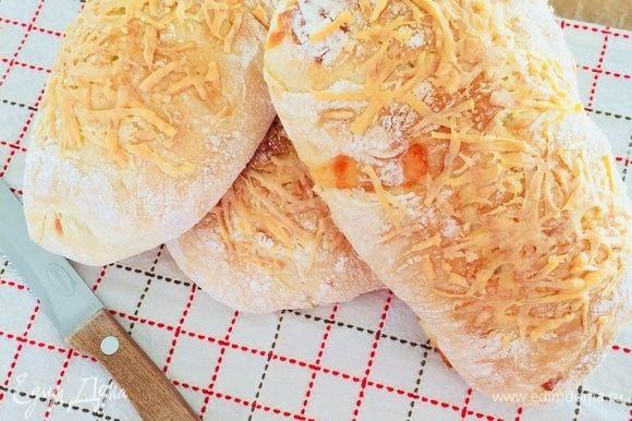 Готовый хлеб полностью остудить на решетке.