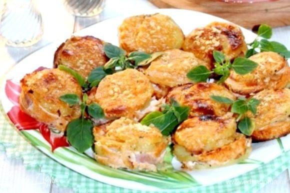 Подаем картофельные «стожки», посыпав зеленью. Приятного аппетита!