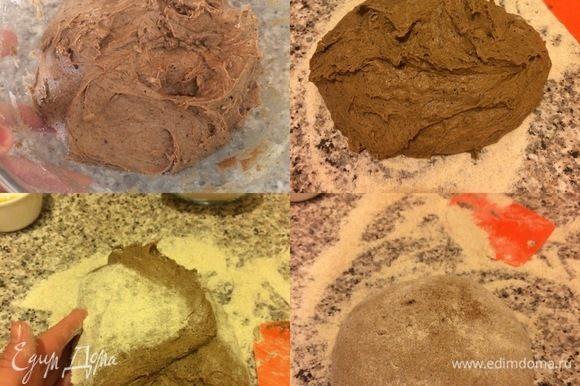 Затянуть миску с тестом пленкой и отправить в теплое место еще на 1,5–2 часа. Спустя указанное время рабочую поверхность хорошо посыпать мукой (можете посыпать какой хотите) выложить тесто, свернуть, обмять и сформировать хлебушек. Противень посыпать мукой, перенести хлеб на противень, накрыть пленкой и оставить еще 1–1,5 часа.