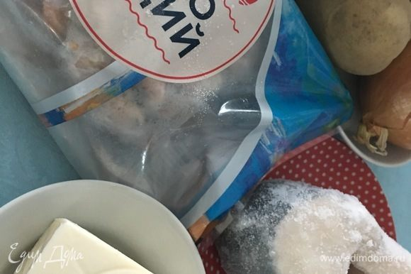 Подготовить продукты. Отварить по отдельности мидии ТМ «Магуро», рыбу, очищенный картофель.