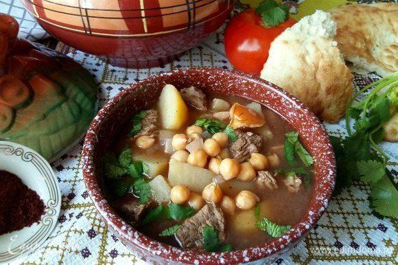 Подавать с лавашом, в тарелку супа добавить порезанную веточку кинзы. Без нее никак. :)