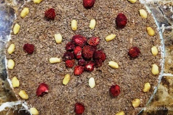 Посыпаем тертым шоколадом, украшаем и ставим торт в холодильник на ночь. Он хорошо пропитается за это время.