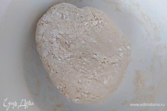 Замесить крутое плотное тесто.