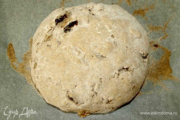 В заранее разогретую до 180°С духовку отправляем наш хлеб и выпекаем 40 минут до золотистой корочки (ориентируемся на свою духовку).