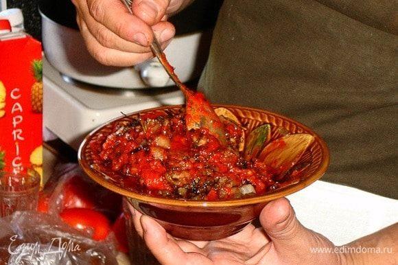 Про овощи:) Я бы предложил их всегда! Сырыми к мясу или отдельно запеченными в/на углях (например, баклажан, он же «синий», мы бросаем прямо в угли). Но! Из печеных овощей (баклажан, помидор, перец сладкий и чуть чеснока, соли, перца) можно сделать вот такую прелесть (есть рецептик «Соус по мотивам старой армянской сказки»). Словами не передать, когда на кусочек готового мяса потом чуть этого чуда.