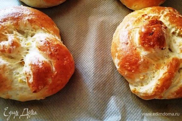 Мексиканский кукурузный хлеб в форме булочек тоже готов!