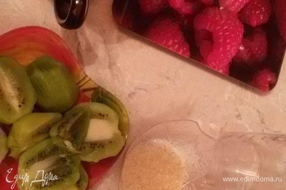 Дальше нам нужно сделать фруктовый слой. Ингредиенты.