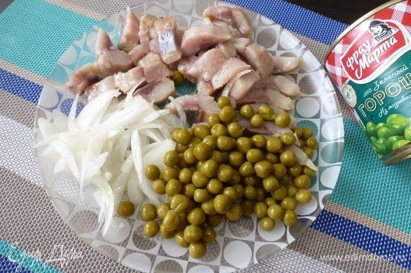 Собственно, все готово. Осталось только смешать ингредиенты в салатнике, полить нерафинированным подсолнечным маслом и подать к столу.
