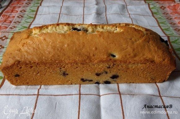 Оставить остывать 15 минут, затем извлечь пирог из формы.