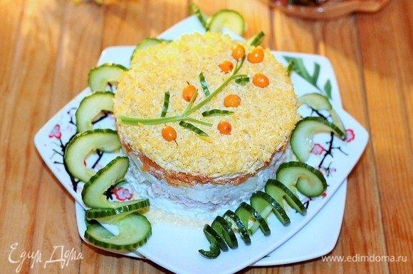 Тертые желтки и украшаем салат. Приятного аппетита!
